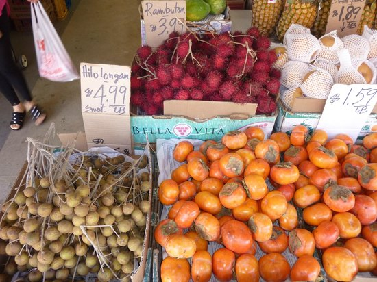 Hawaii Food Tours: Fresh fruit and vegetables in Chinatown