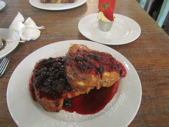 Vovo Telo: Paine Perdu with lemon mascarpone and berry coulis
