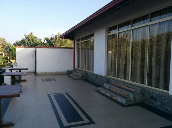 Elegant Hotel : Terrazzo posteriore