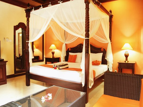 Alas Petulu Cottages : King size bed for one bedroom villa with private swimmong pool