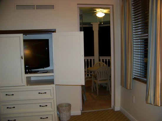 Disney's Old Key West Resort: Bedroom and balcony