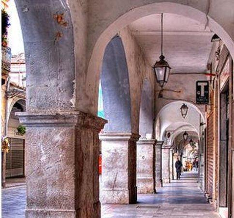 I portici di cava de 39 tirreni picture of borgo for Foto di portici in pietra