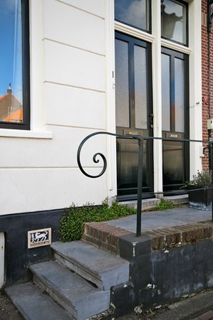 Wherels: Canal House: the entrance