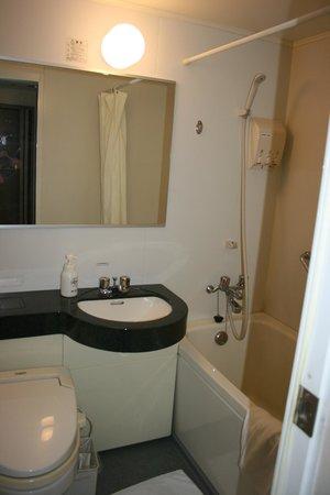 Hotel Trusty Nagoya Shirakawa : Bathroom