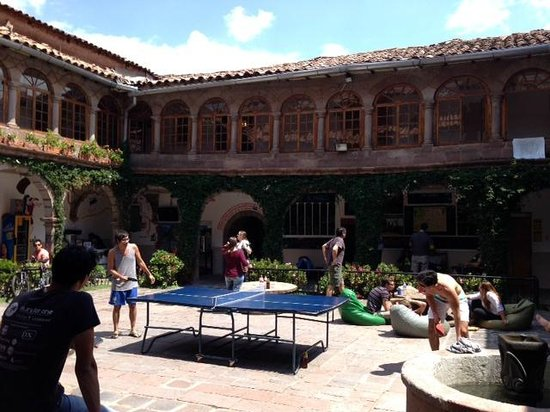 Pariwana Hostel : Plaza donde la gente del hostel se reúne