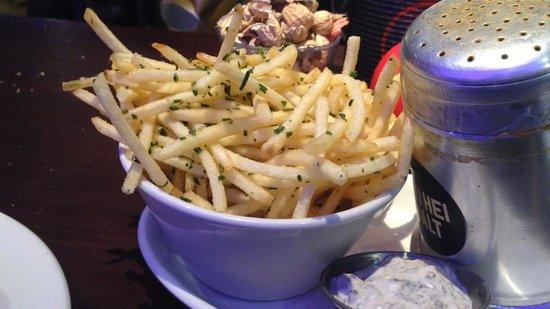 Gourmet Burger Kitchen: thin rosemary fries with truffle mayo!!