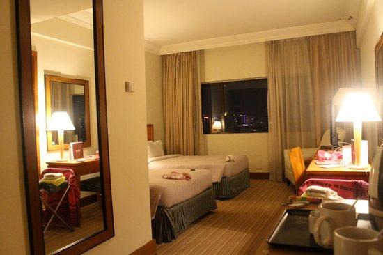 Grand Seasons Hotel: chambre double