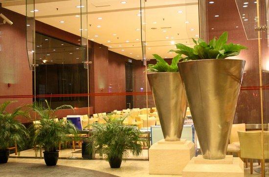 Grand Seasons Hotel: hall d'entrée