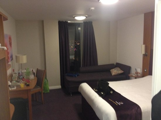 Premier Inn Glasgow City Centre Buchanan Galleries Hotel: Room 1207