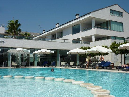 Hotel Els Arenals: Отель и бассейн