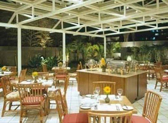 Estanplaza Paulista: Salão de café , com jardins e pássaros! ( foto do site)