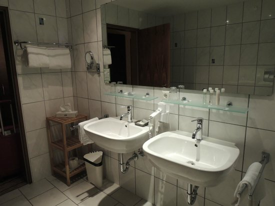 Hotel Am Hopfensee: Bathroom