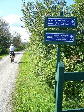 Parc Linéaire Interprovincial Petit Témis : Le Parc linéaire Petit Témis est doté de plusieurs panneaux de signalisation, Cabano