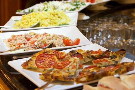 Lugano Dante Center Swiss Quality Hotel: American Bar Buffet