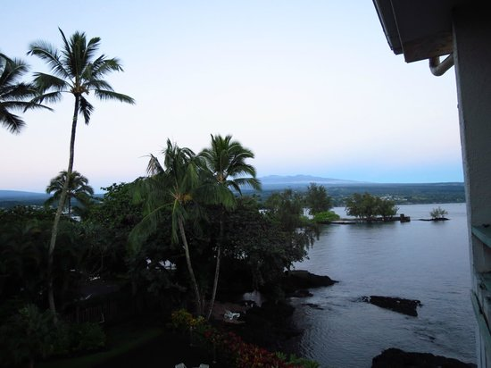 Uncle Billy's Hilo Bay Hotel : From balcony to right