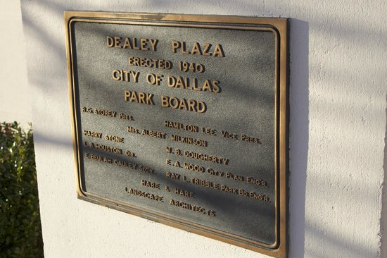 Dealey Plaza National Historic Landmark District : At the Plaza