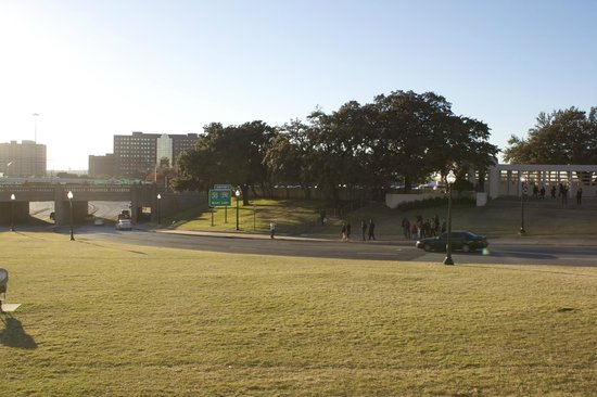 Dealey Plaza National Historic Landmark District : A view of the grassy knoll and the spot where JFK was assassinated.