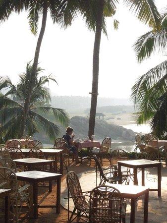 Somatheeram Ayurvedic Health Resort: outside dining area overlooking the beach