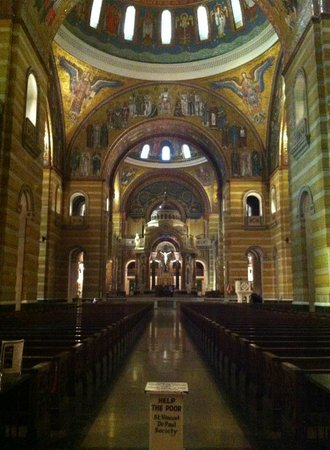 Cathedral Basilica of Saint Louis: inside the cathedral