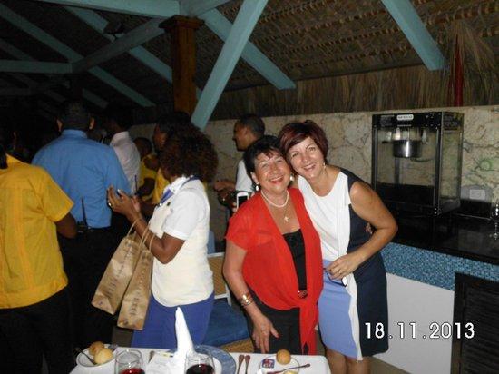 Iberostar Dominicana Hotel: Aqui con la Sra BONITA! que es Helena Santos la directora del hotel