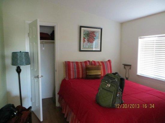 Wild Coyote Estate Winery Bed & Breakfast: Bedroom 1