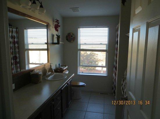 Wild Coyote Estate Winery Bed & Breakfast: Bathroom