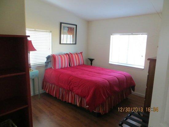 Wild Coyote Estate Winery Bed & Breakfast: Bedroom 2