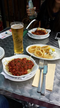 Pesto Bar & Restaurant: Spaghetti al ragú, Lasagna e Calamari