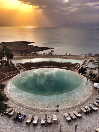 Kempinski Hotel Ishtar Dead Sea: Piscina riscaldata