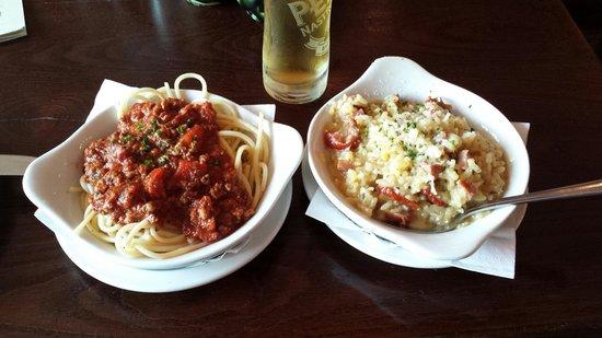Pesto Bar & Restaurant: Spaghetti al ragú e riso con salsiccia piccante