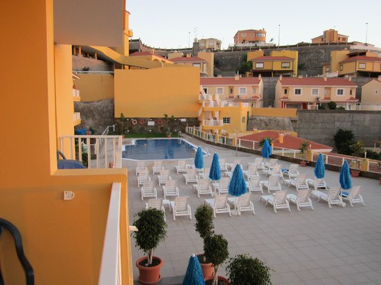 Villa del Mar: Utsikt fra balkong mot basseng