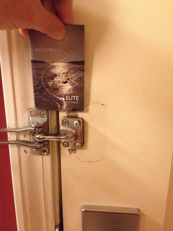 Residence Inn San Antonio SeaWorld®/Lackland : Door damage