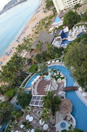 Emporio Acapulco Hotel: Pools & Beach
