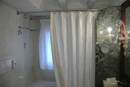 Hotel Antiche Figure : Bathroom