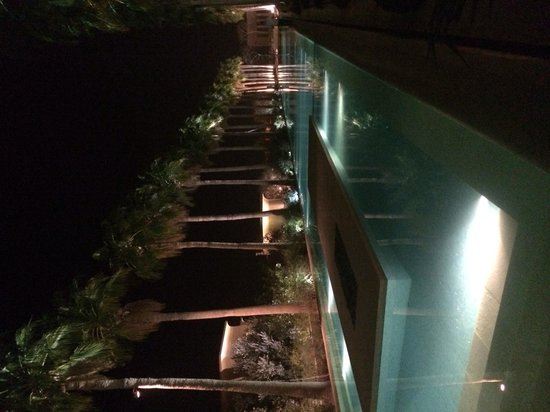 Kempinski Hotel Ishtar Dead Sea: One of the pools by night