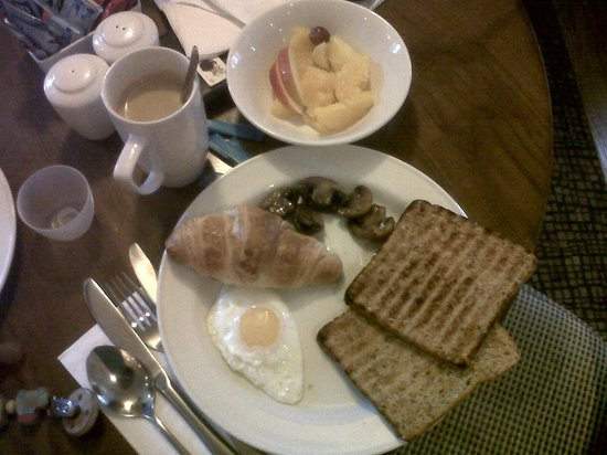 Premier Inn Slough Hotel: Breakfeast