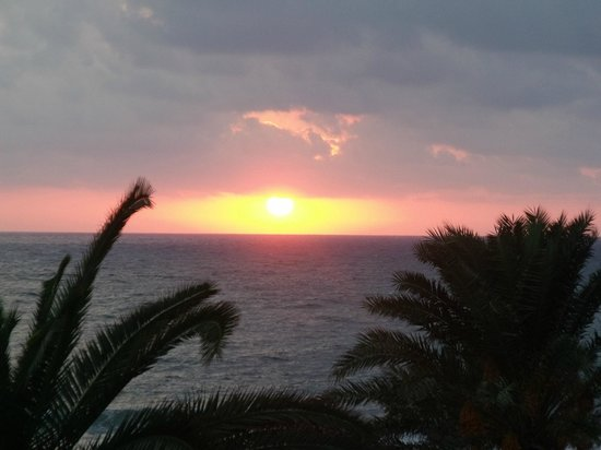 Louis Ledra Beach : Sunset from our sea view room