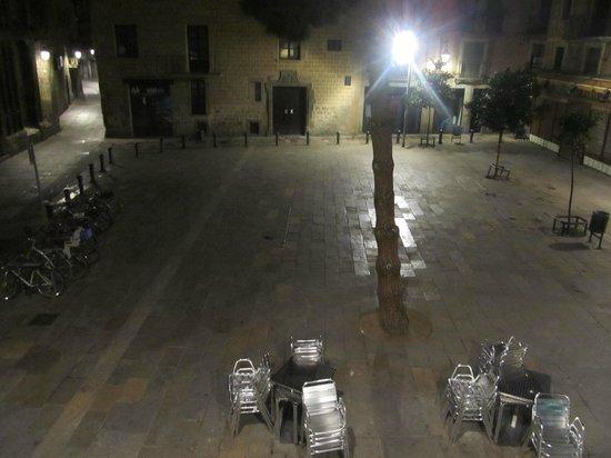 Plaça del Pi vista de um dos quartos do hotel El Jardi