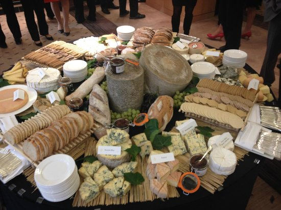 Jumeirah Carlton Tower: Cheese  station