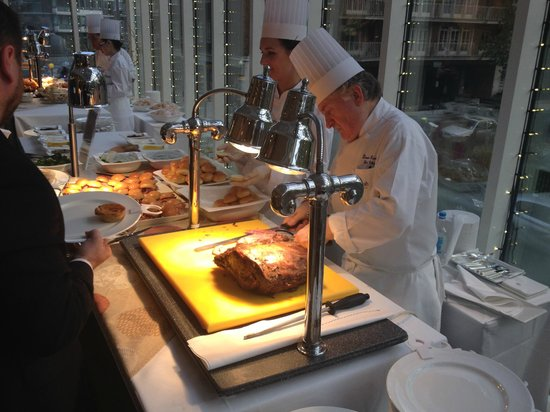 Jumeirah Carlton Tower: Carving station