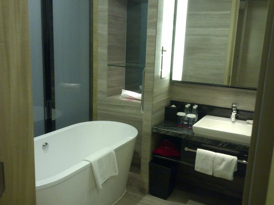 Crowne Plaza Shenzhen Longgang City Centre : Bathroom
