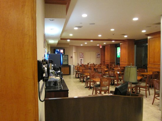 Restaurante picture of holiday inn express new york city for Gardening express reviews