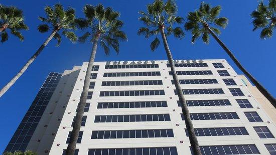 Embassy Suites by Hilton San Diego - La Jolla: building