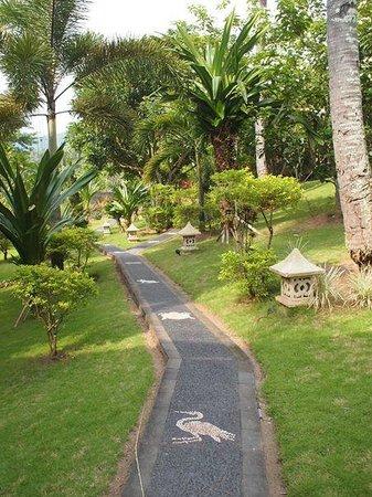 Melasa House : Garden corridor