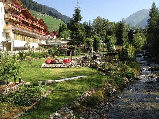 Hotel Quelle Nature Spa Resort: Vista dell'hotel
