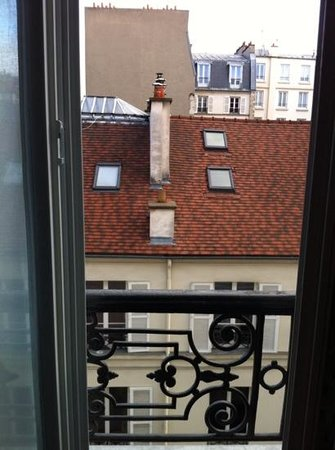 Le Mareuil : view room, the window could be opened, very nice