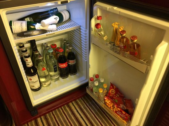 Steigenberger Graf Zeppelin: Well stocked minibar at good prices