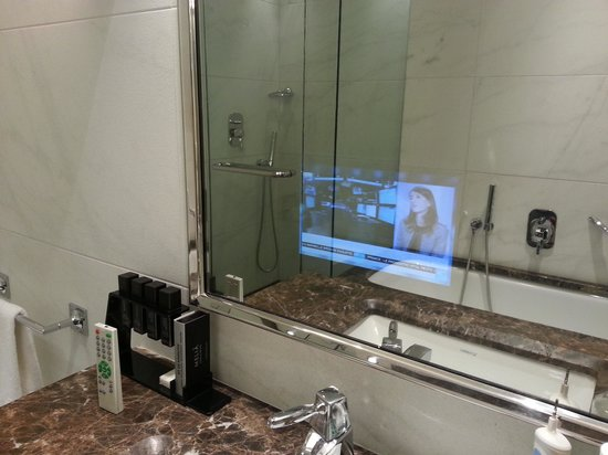 La tv in bagno picture of melia genova genoa tripadvisor