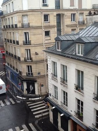 Le Mareuil : view from hotel room on rue de malte, quiet street