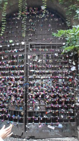 Casa di Giulietta: Cadeados do amor